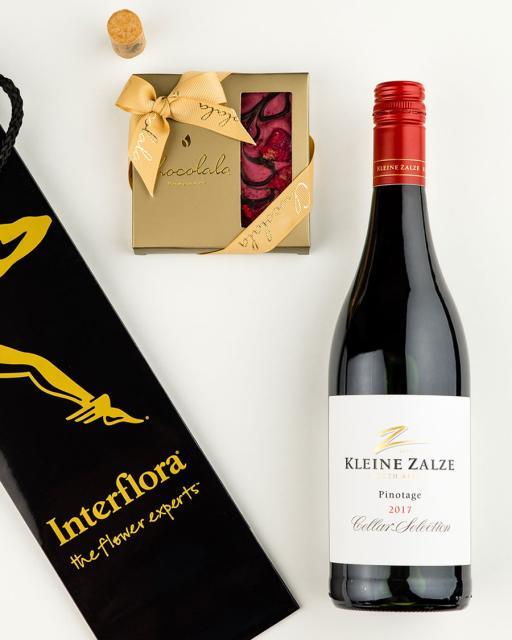 Gift bag with Kleine Zalze red wine and dark chocolate raspberry bar