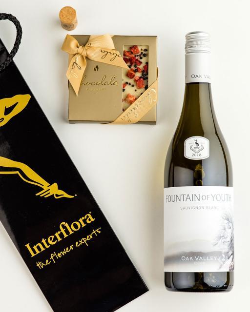 Подарочный пакет c Oak Valley Fountain of Youth вином и шоколад