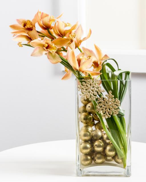 (Detsember-Jaanuar) Stiilne jõulukaunistus orhideega klaasvaasis