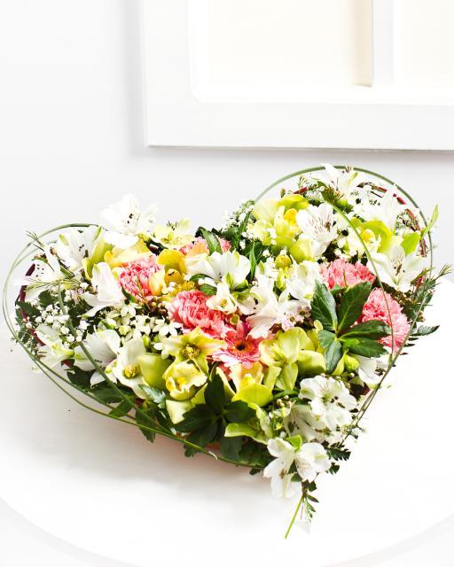 Südamekujuline lilleseade pastelsetes toonides