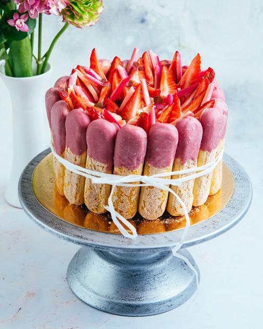 Tort maasikate ja rabarberikreemiga