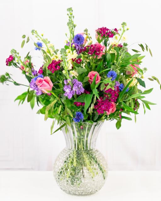 Värviline segakimp kohalikest lilledest