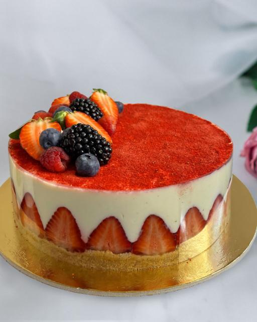 Vanillikreemi tort maasikatega