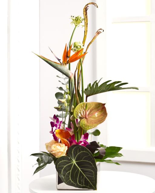 Luksuslik seade eksootiliste lilledega