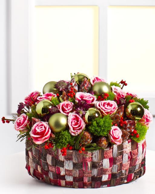(Detsember-Jaanuar) Seade lumiste roosidega korvis